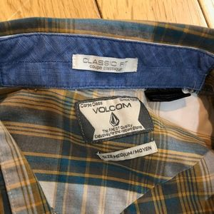 2x Volcom Button up Classic Fit size M